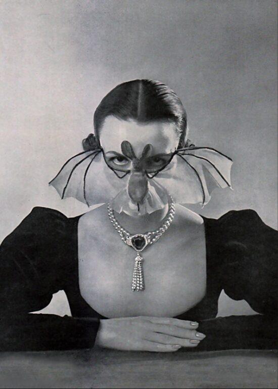 femme chauve-souris